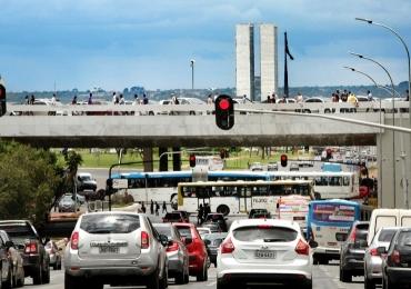 Motoristas podem receber desconto de até 40% nas multas de trânsito em Brasília