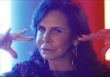 Rainha dos memes, Gretchen faz show em Goiânia