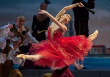 Bailarina russa Oksana Bondareva se apresenta com o Ballet de São Petersburgo em Goiânia neste sábado