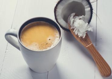 Café com óleo de coco emagrece e dá energia