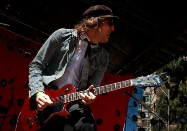Guitarrista da Cachorro Grande apresenta show solo em Goiânia