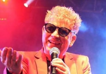 Cantor conhecido pelas músicas 'Arrebita' e 'Bate o pé' morre aos 67 anos em SP
