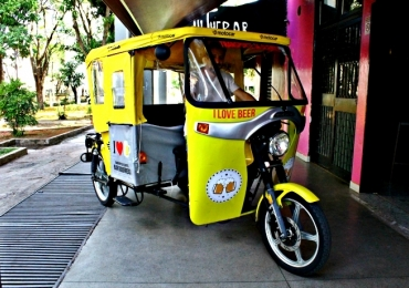 Bar na Asa Norte oferece transporte de Tuk Tuk gratuito aos clientes