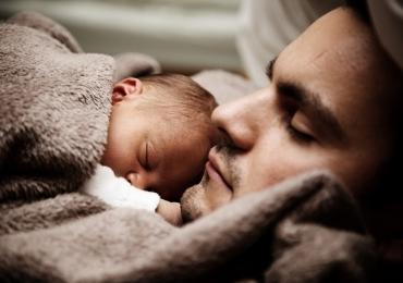 Pais só recuperam o sono seis anos após nascimento do filho