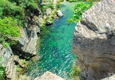 Cachoeira de água cristalina é um tesouro escondido na Chapada dos Veadeiros