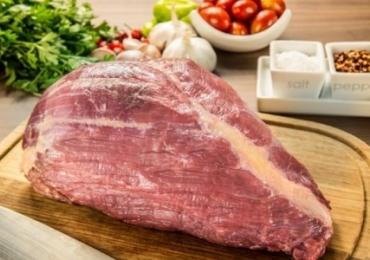 Açougue em Goiânia vende carne pela metade do preço para quem tem adesivo do Bolsonaro e divide opiniões