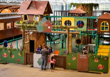 Casa da árvore chega a Brasília e promete entreter as crianças com seu circuito divertido