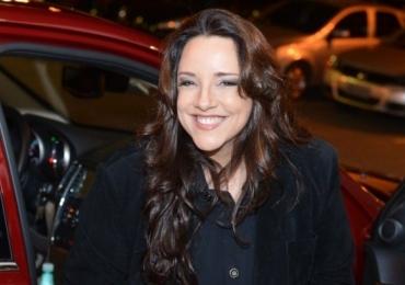 Cantora Ana Carolina sofre acidente em colisão com caminhão