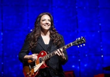 Ana Carolina faz show em Goiânia com a turnê 'Fogueira em Alto Mar'