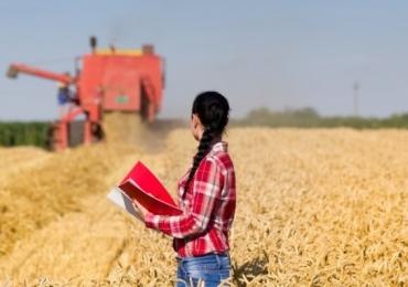 Mulheres agropecuaristas se unem para apoiar umas às outras em feira de Rio Verde