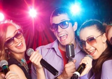 7 lugares divertidos em Brasília para você cantar no Videokê