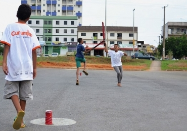 Projeto em Brasília realiza última edição do ano com brincadeiras de rua e jogos populares para os pequenos