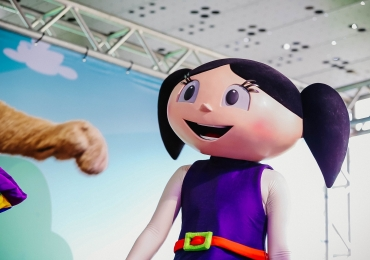 Shopping de Brasília promove encontro de personagens infantis com a criançada