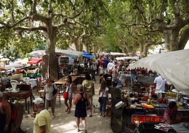 Praça Tamandaré recebe nova edição da Feira de Antiguidades, em Goiânia