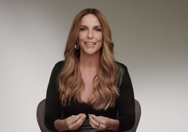 Vídeo: Ivete Sangalo leva tombo ao vivo no 'Domingão do Faustão'