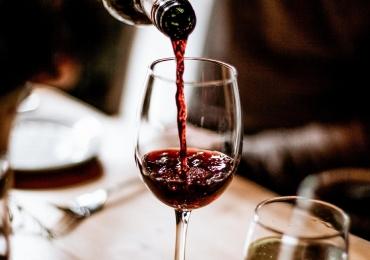 A chef Edvânia Nogueira e o expert em vinhos, José Pedro, proprietários do restaurante português, Porto Cave, vão contar todos os segredos dessa cozinha que encanta