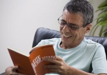 Chico Buarque ganha maior prêmio literário da língua portuguesa