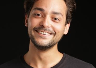 Espetáculo de Eduardo Sterblitch terá sessão extra em Goiânia
