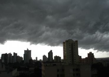 INMET alerta sobre chuvas e ventos fortes em todas as regiões goianas neste final de semana