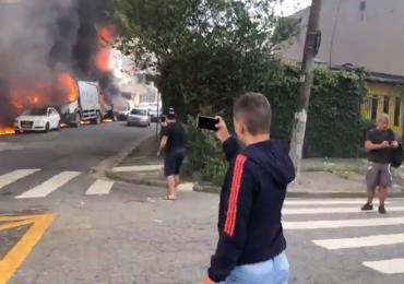Avião de pequeno porte cai em São Paulo