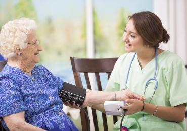 Home Care Center oferece serviços de saúde em domicílio para todas as idades em Goiânia