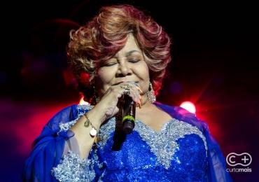 Cantora Alcione passa por angioplastia e segue internada