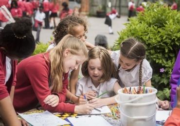 Dia de Aprender Brincando convida educadores e escolas a brincar fora da sala de aula em Goiânia