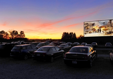 Cine Drive-in de Brasília exibe 3 filmes pelo preço de 1