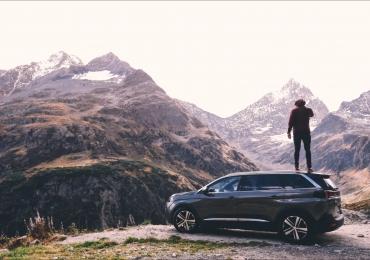 20 músicas que você precisa colocar na playlist da sua próxima viagem de carro