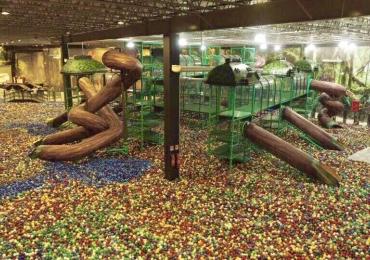 Goiânia ganha a maior piscina de bolinhas do mundo