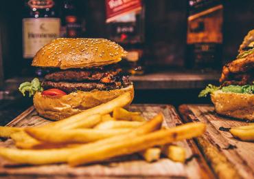 Festival oferece hambúrguer, batata frita e refrigerante à vontade em Goiânia
