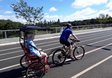 Projeto leva pessoas com dificuldade de locomoção para passeio de bicicleta em Uberlândia