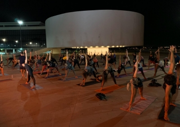 Projeto Yoga na Rua volta ao Centro Cultural Oscar Niemeyer nesta quinta-feira