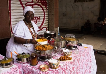 Feira em Brasília celebra a cultura negra com arte, moda e gastronomia
