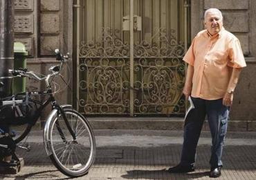 De engraxate a bilionário: aprenda com o brasileiro que não usa roupas caras, nem jóias e vai trabalhar todo dia de metrô
