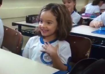 Criança ganha a internet com o bordão: 'Me sentindo adorável'; veja o vídeo