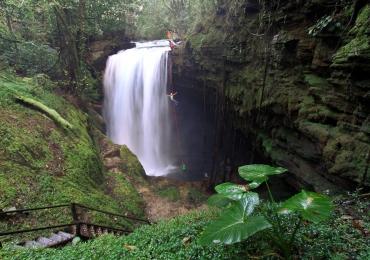 Cachoeira paradisíaca é parada obrigatória para todo brasiliense que gosta de viajar