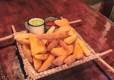 Pub londrino oferece batata rústica + 2 chopes na faixa para assinantes do Clube Curta Mais