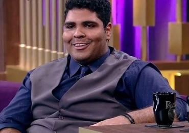 Paulo Vieira apresenta seu show de humor em Goiânia