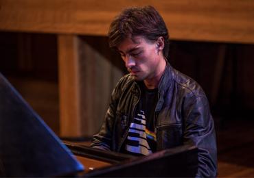 Goiânia recebe concerto de piano em ritmo de rock
