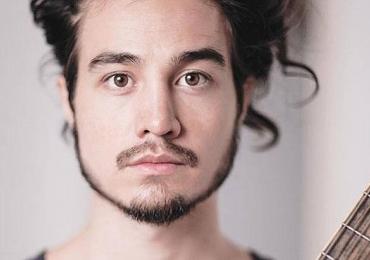 Sem previsão de volta, Tiago Iorc completa um ano longe das redes sociais e dos palcos