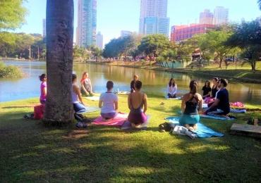 Yoga no Parque ajudará ONG de animais abandonados