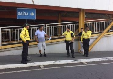 Portador de Necessidades Especiais é multado por usar vaga especial de estacionamento de shopping em Goiânia