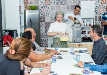 Cora Coralina é tema de aulas de oficina gastronômica em Brasília