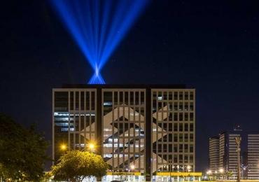 Árvore de Luz em Brasília cresce de acordo com o envolvimento dos internautas