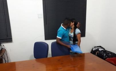 Casal se reconcilia em frente a juíza durante audiência que termina em clima de romance