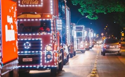 Caravana iluminada desfila pelas ruas da Asa Norte com a presença do Papai Noel