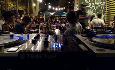 Shiva Alt-Bar promove mais uma edição do Engroove com discotecagem e Beija Vento