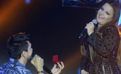 Maiara, da dupla com Maraísa, recebe 'pedido de casamento' de Zé Henrique em show