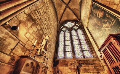 Conhecida por sua arquitetura gótica, Catedral de Notre-Dame é o ponto turístico mais visitado em Paris